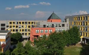Škola, panorama západ